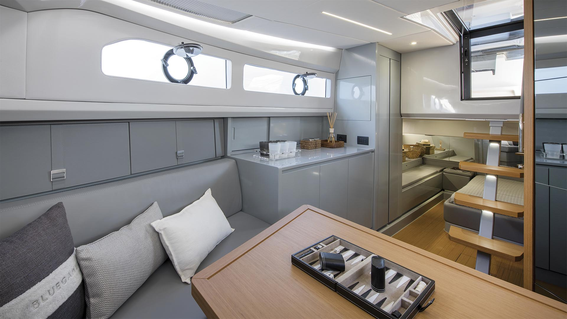 Bg42_0003_BG42_interior_01